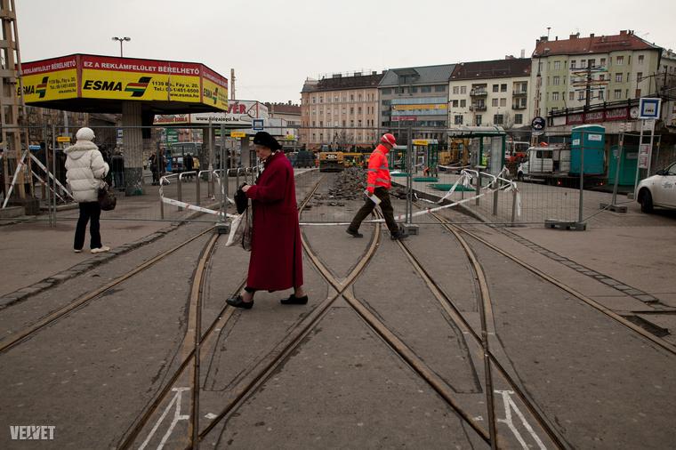 A héten elérte a 4-es 6-os villamosvonalát is a Széll Kálmán tér felújítása, ami valószínűleg sokáig fog szorult helyzeteket okozni a környék lakosainak