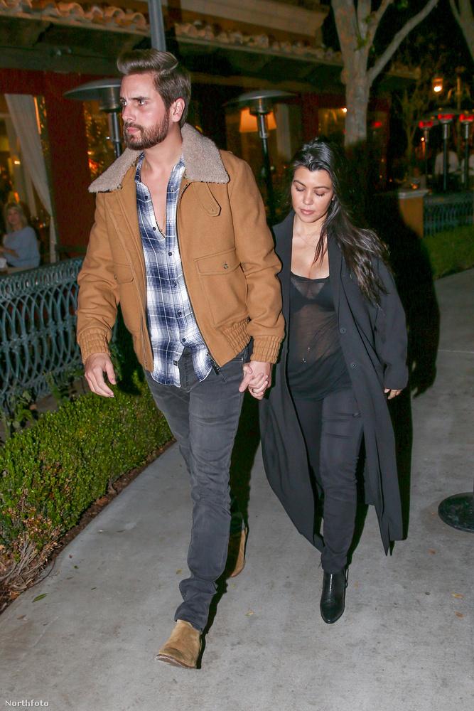A legidősebb Kardashian lány, Kourtney Kardashian december közepén szülte meg harmadik gyerekét, és másfél hónappal később már áttetsző felsőben mutatta meg magát, mikor pasijával, Scott Disickkel ment vacsorázni