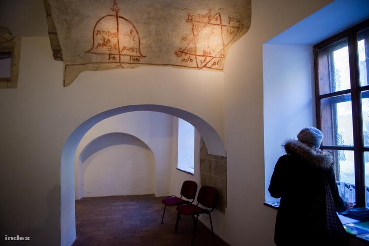 A középkori zsidó imaház ma is látogatható.
