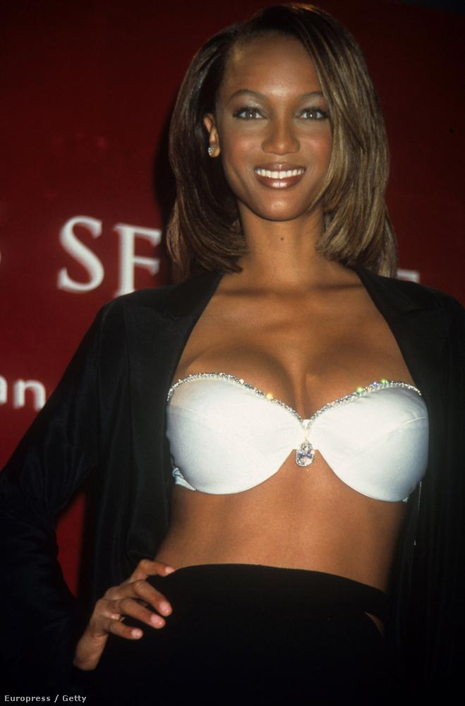 Tyra Banks melltartóban, 1997-ben