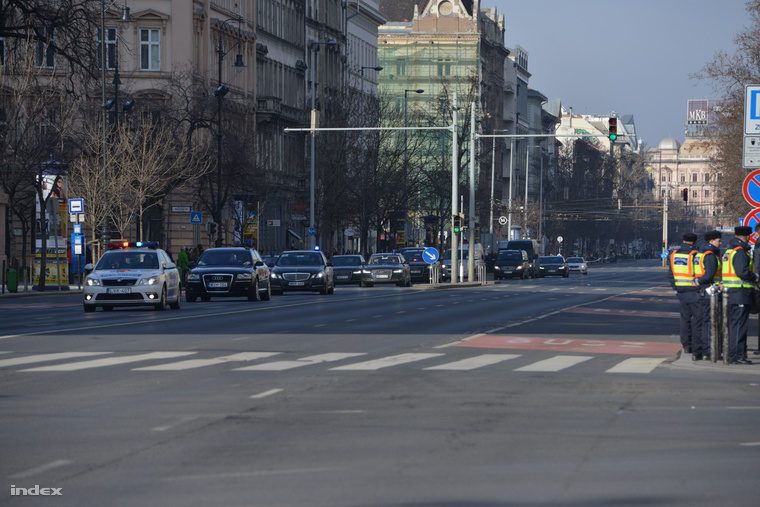 Merkel konvoja a Bajcsy-Zsilinszky úton