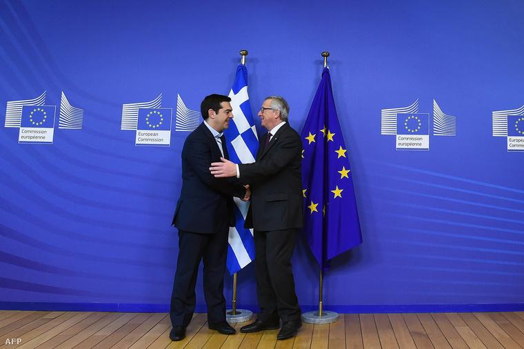 Alekszisz Ciprasz miniszterelnök az Európai Bizottság vezetőjével, Jean-Claude Junckerrel 2015. február 4-én, Brüsszelben.