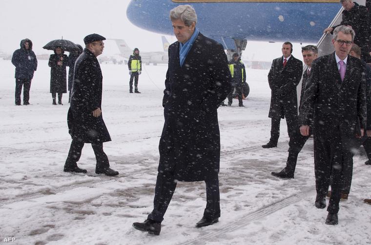 John Kerry amerikai külügyminiszter érkezik akijevi Boriszpil nemzetközi repülőtérre, 2015. február 5-én.