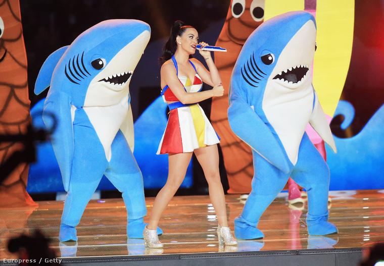A hét Katy Perry-vel és az mémesedett cápáival kezdődött a Super Bowlon.