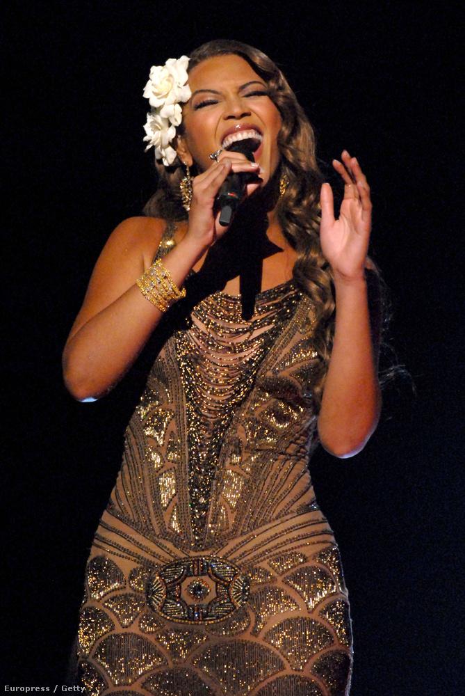 2007-ben így énekelte ezt a dalt.