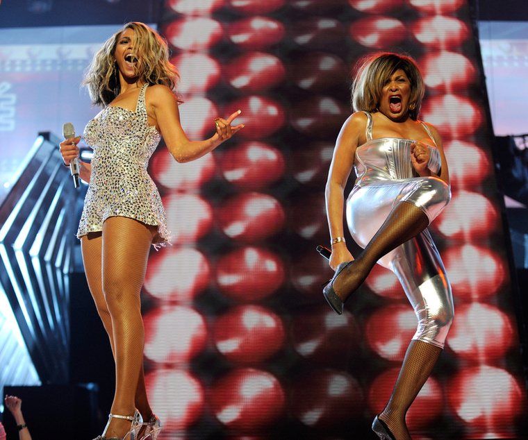 2008-ban Tina Turnerrel lépett fel.