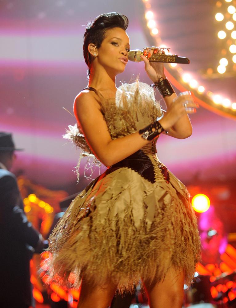 2008, Rihanna tollban,