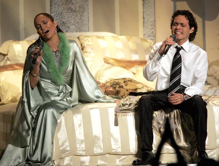 Jennifer Lopezről ezt az egy, 2005-ös képet mutatjuk meg, mert itt az akkori férjével, Marc Anthonyval elég érdekesen festenek.