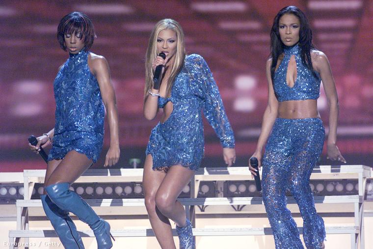 2001, Beyoncé még a Destiny's Childdal lép fel.