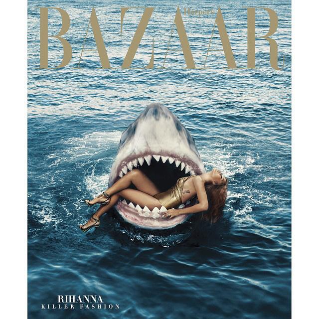 ...Rihanna pedig egy cápa szájába feküdt bele.