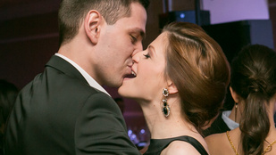 Muri Enikő szájharapálós csókja elég szexi