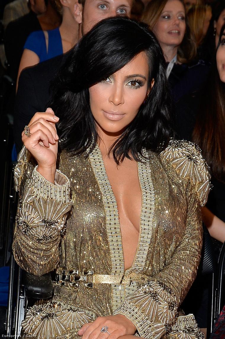 Kim Kardashian a 2015-ös Grammy-díjkiosztón.