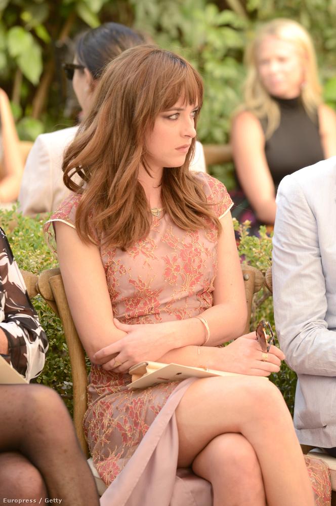 Nagy valószínűséggel ezért is kapta meg a fiatal egyetemista lány szerepét, akit aztán agyonpocsékol a Christian Greyt alakító Jamie Dornan