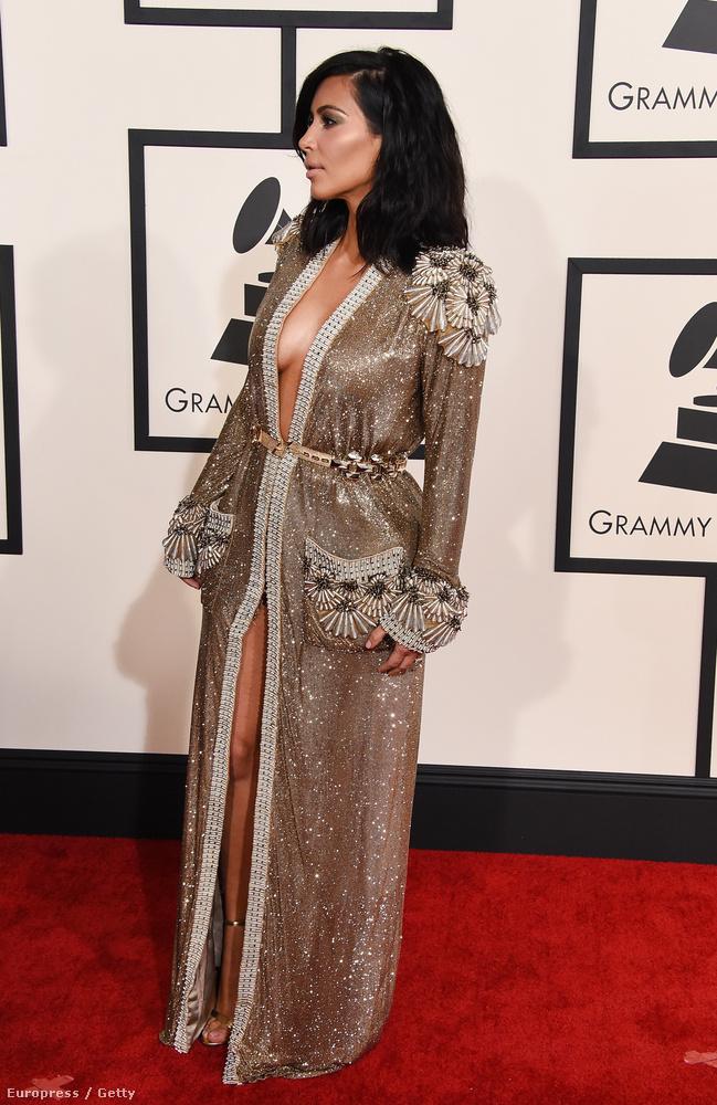 Kim Kardashian az idei Grammy-re a legpuccosabb köntösét húzta fel.