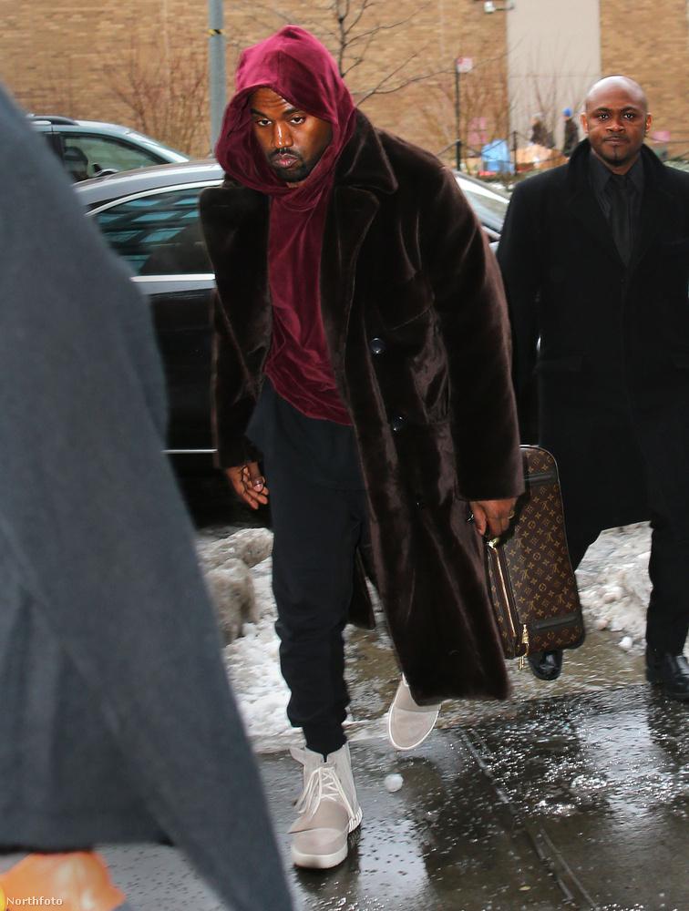 Amúgy nem volt egyedül, férje, Kanye West is a Vígszínház jelmeztárából választott magának ruhát.