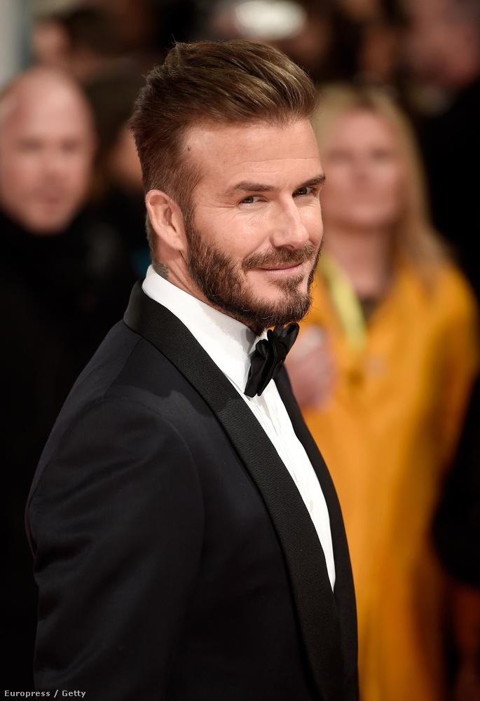 A vasárnapi BAFTA díjátadón csokornyakkendővel volt igazi férfi