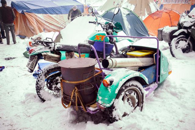 Egy jó oldalkocsin minden elfér, még egy kályha is