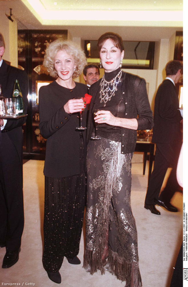 Marisa Parades és Anjelica Huston 1997-ben találkozott egy Chanel rendezvényen