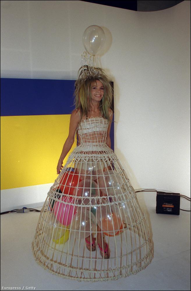 Ez a kép a bizonyíték arra, hogy Lady Gaga kicsit sem egyedi, voltak korábban is hozzá hasonlók, mint például Victoria Abril 1999-ben.