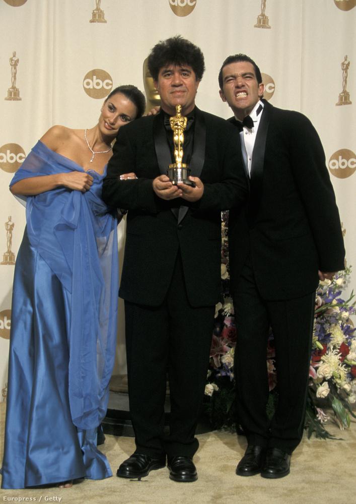 Penelope Cruz, Pedro Almodovar és Antonio Banderas 2000-ben, a 72