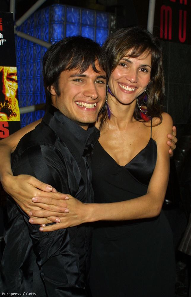 Gael Garcia Bernal mexikói színész a Rossz nevelésben tűnt fel a transzvesztita főszerepében Almodovar filmjében