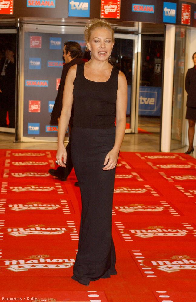 Cecilia Roth 2004-ben ebben a szűk fekete ruhában jelent meg a Spanyol Filmművészeti Akadémia rendezvényén