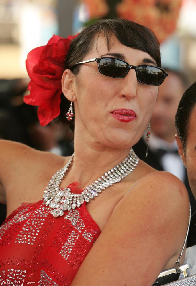 2004-ben így öregedett a spanyol színésznő, aki A vágy törvénye, az Asszonyok a teljes idegösszeomlás szélén, a Kika, a Kötözz meg és ölelj!, a Titkom virága és a Megtört ölelések filmekben is szerepelt.