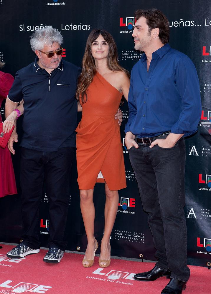 Pedro Almodovar Penelope Cruz és Javier Bardem a madridi Hírességek Falánál 2011-ben