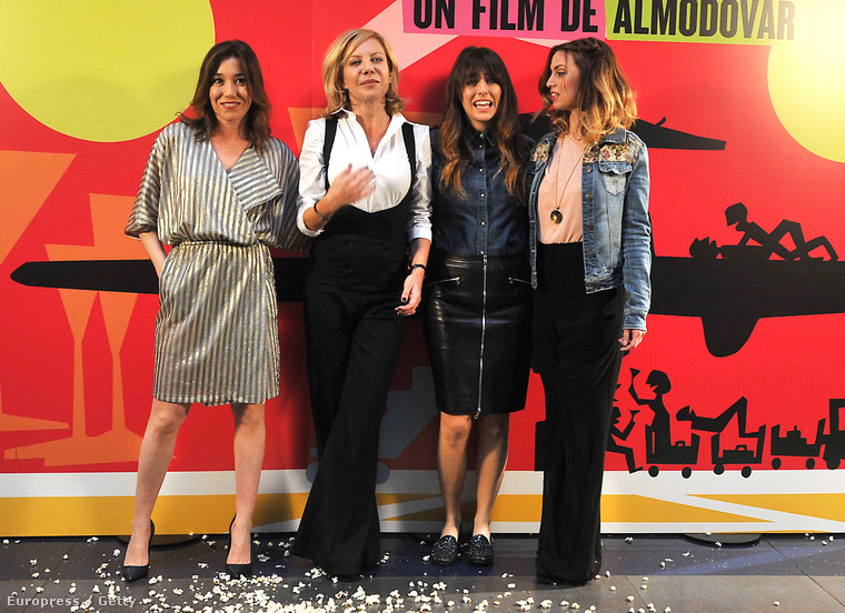 Fehérben és feketében látható Cecilia Roth, Blanca Suarez és Laya Marti és Lola Duenas társaságában 2013-ban