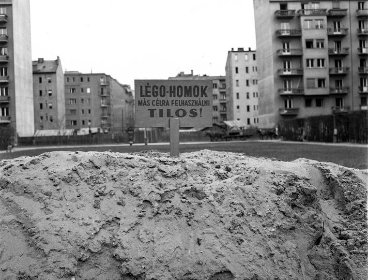 Szent István park, szemben a Csanády utca. (1944)