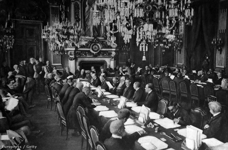 A versailles-i béke konferencia nyitóülése a Trianon palotában