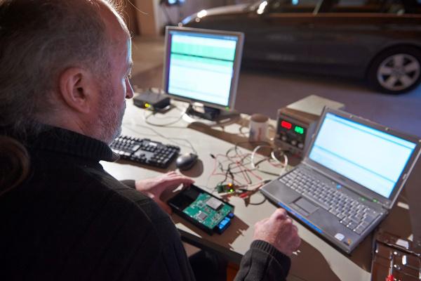 Dieter Spaar, az ADAC embere fejtette meg a kódolást