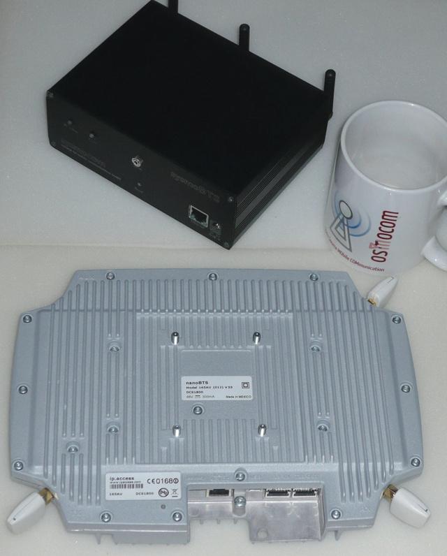 Ilyen eszközökkel lehet mobitelefon-hálózatot imitálni: fent a SysmoBTS, lent a nanoBTS bázisállomás