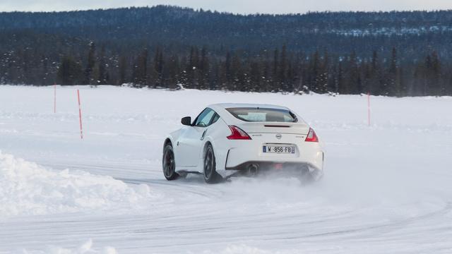 Nem tudom, hogyan lehet jégen íven autózni a Z-vel