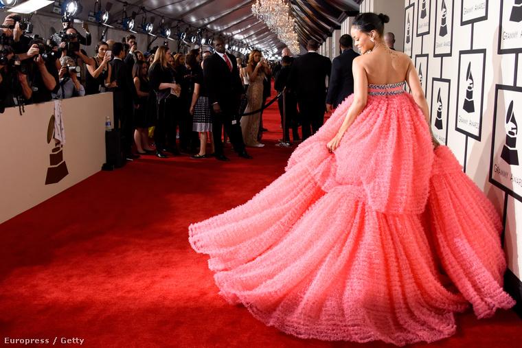 Rihanna pedig pont úgy öltözött fel, mint ahogy minden óvodás kislány szeretne.