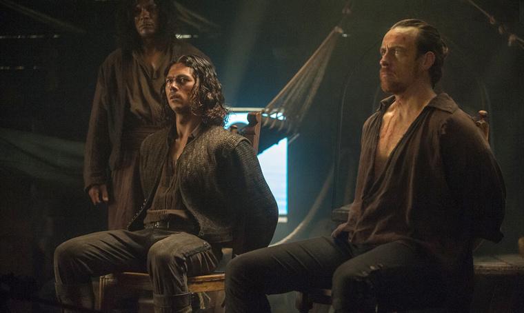 Luke Arnold és Toby Stephens végigröhögte Long John Silver és Flint összes jelenetét