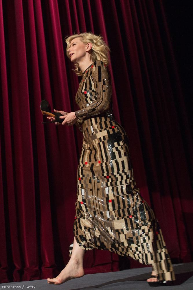 Blanchett cipőt levenni is úgy tud, mint kevesen.