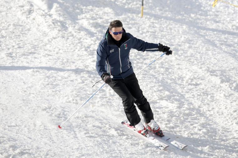 Matteo Renzi olasz miniszterelnök Courmayeurbe ment síelni