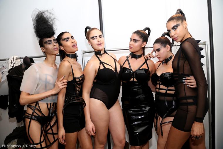 Becca McCharen a New York-i divathéten mutatta be ruháit, vagy fehérneműit, de legalábbis azon alkotásait, amik leginkább mellbimbóvillantó madárkalickákra hasonlítanak