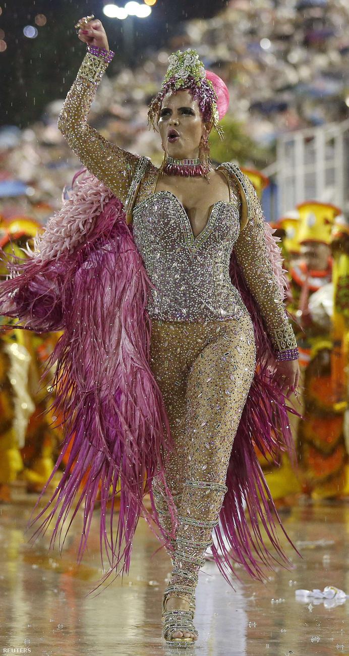 Raissa Machado ruhája a kellő helyen nyitott.