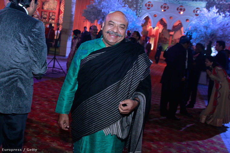 Az indiai politikai elitet például a képen látható Sudhanshu Mittal képviselte
