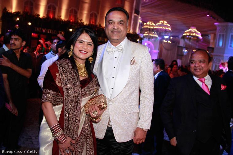 Ők a vőlegény szülei: az Aeren család ingatlanbizniszből lett dúsgazdag