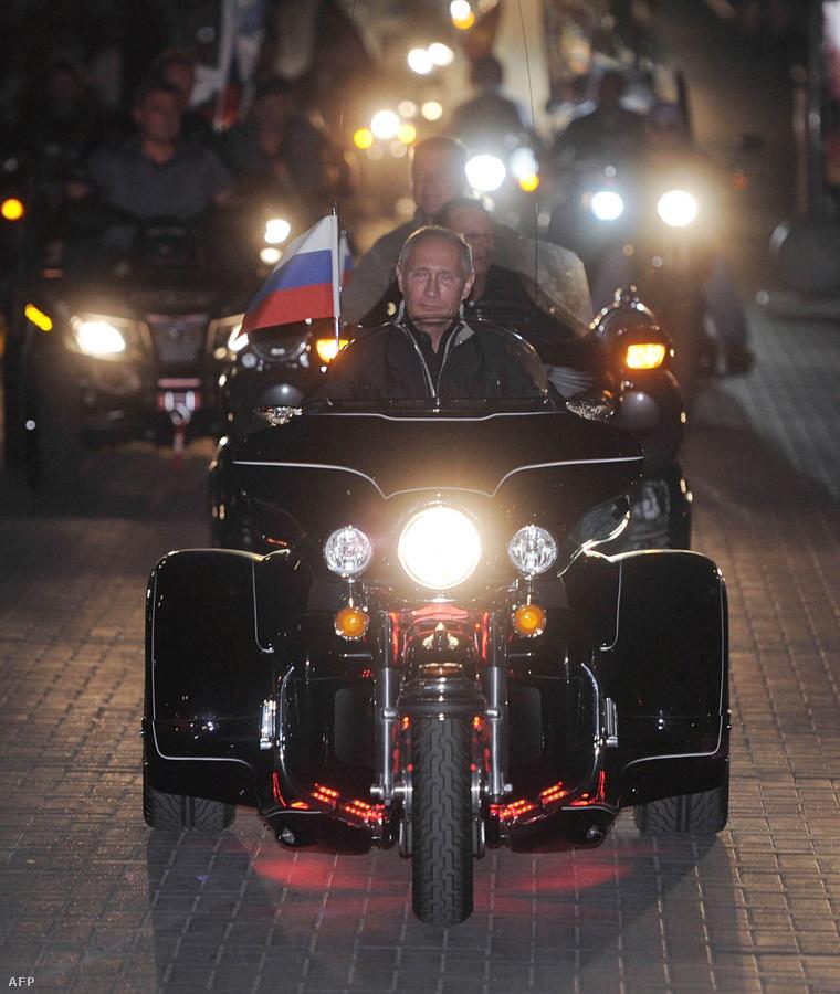 2011. augusztus 29. A pokol háromkerekű angyala a Novorosszijszkban rendezett Motoros fesztiválon.