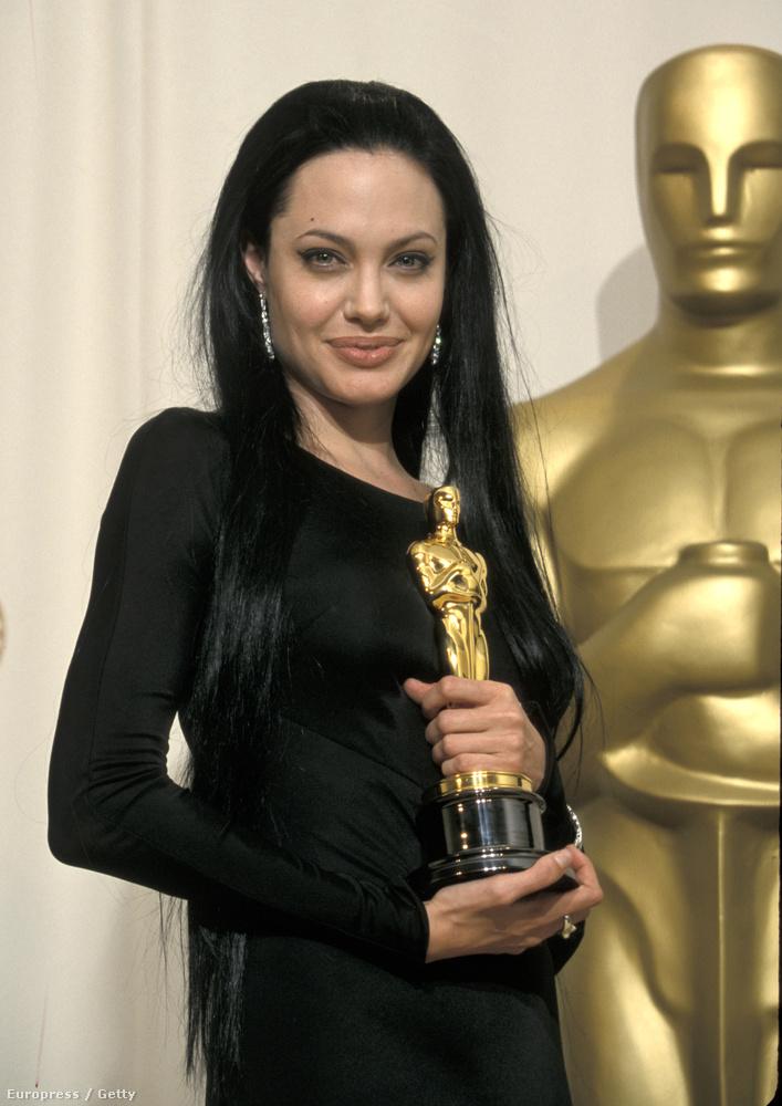 De ott volt Angelina Jolie is, az Észvesztőben alakított olyat, hogy azért díjat kapott.