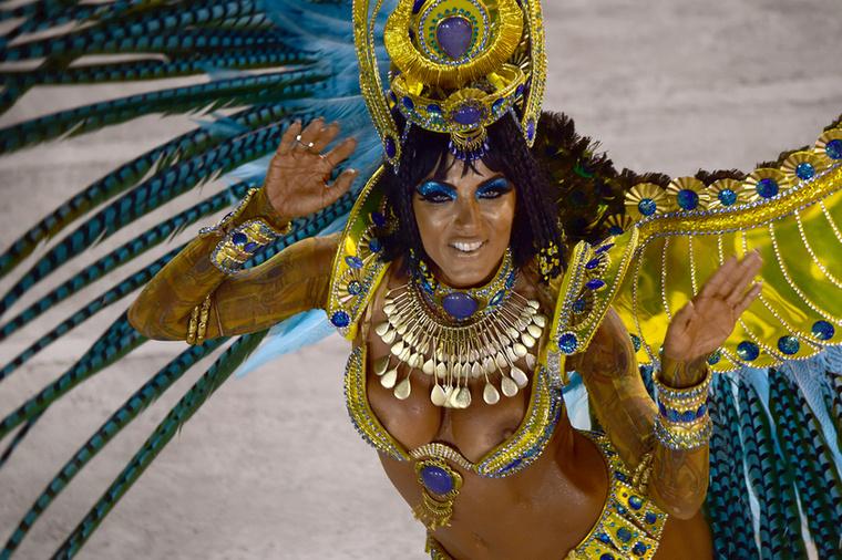 Ez egy félresikerült Kleopátra jelmez egy másik samba iskola táncosnőjétől.