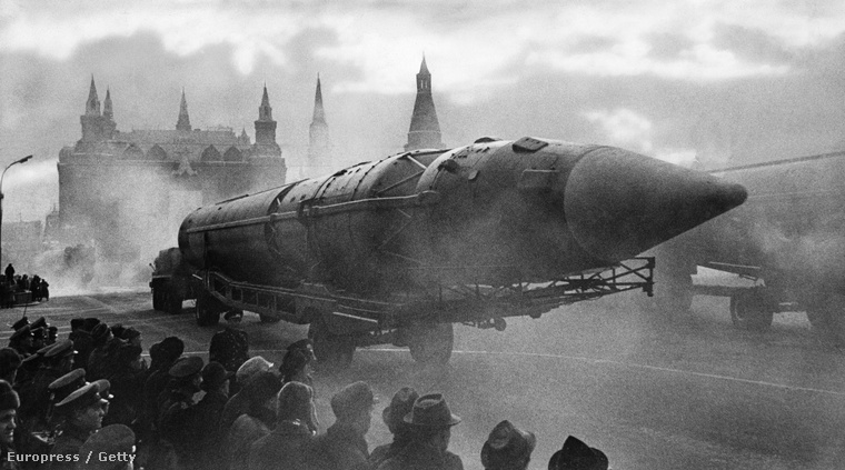 Orosz ballisztikus rakéta egy kaotnai parádén