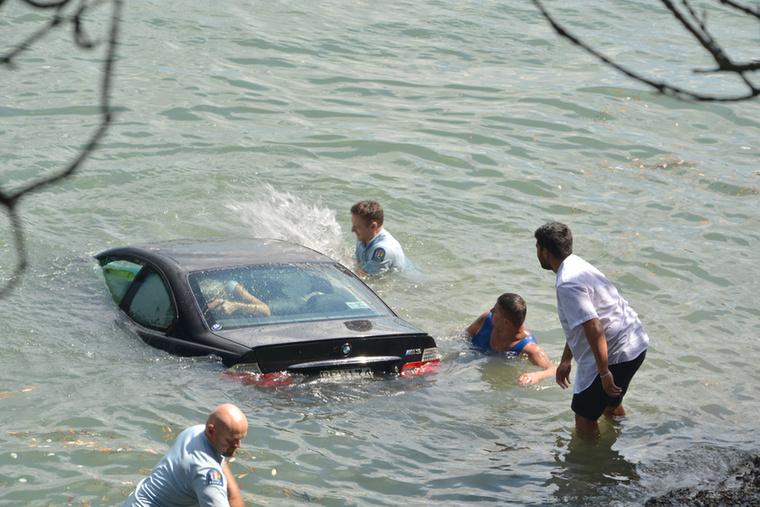 Mire odaértek, a kocsi háromnegyedrészt víz alatt volt már