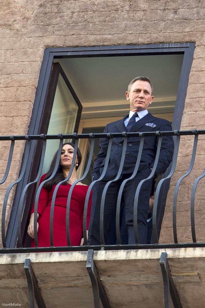 Egymást követték a szerencsétlen események az új Bond-film körül (ellopott forgatókönyv, ellopott autók), de egy biztos: a film főszereplői, Daniel Craig és Monica Bellucci parádésan mutatnak együtt.