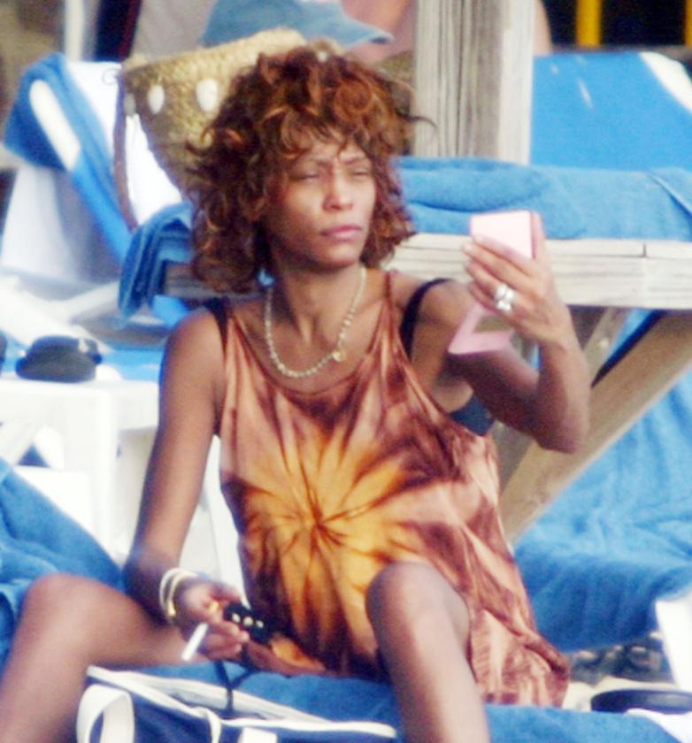 Whitney Houstonról eddig még nem látott, 2004-es, nyaralós fotók kerültek elő