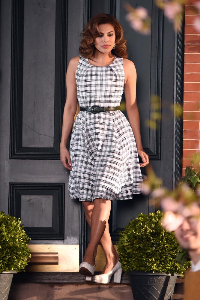 Eva Mendes pedig annyira jól néz ki a szülés után 5 hónappal, hogy az már igazán felháborító
